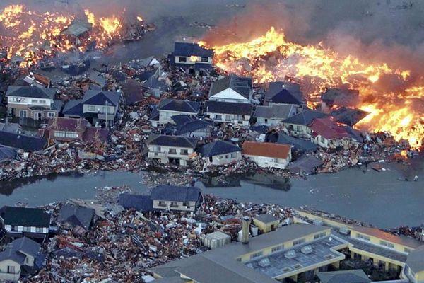 japan tsunami 2011 wave. Sweptmar , tsunami hits japan